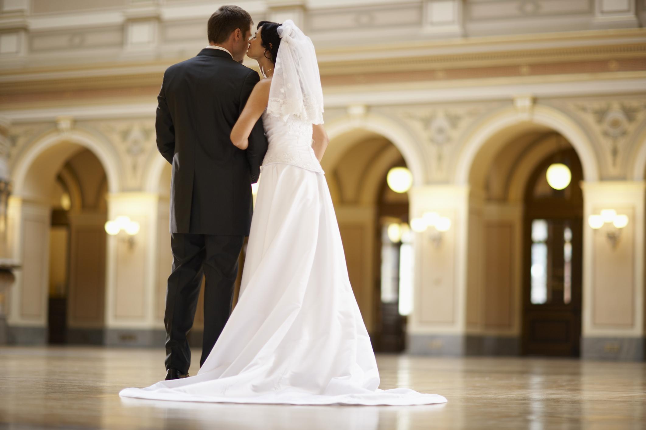 Từ vựng tiếng Anh về tình yêu và hôn nhân – Love and Marriage