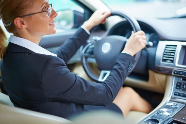 Từ vựng tiếng Anh về lái xe hơi - Driving a car